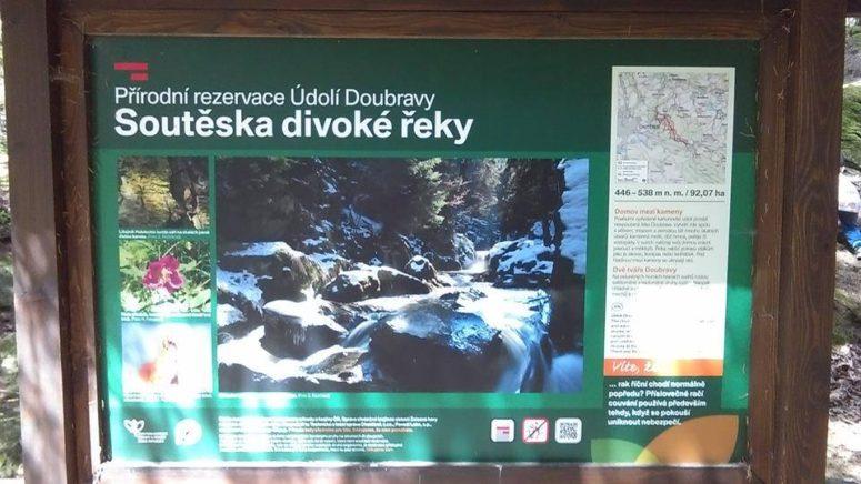 10 Vydaly jmse se tedy soutěskou divoké řeky Doubravy.