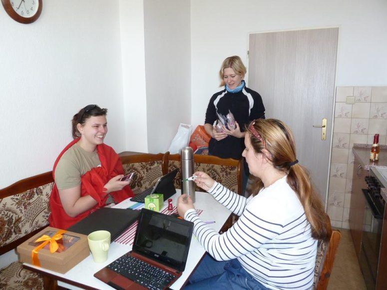 4 Bohužel nám Majdu skolila nemoc, tak se měřila teplotka a dělal se horký čaj s medem a citronem.